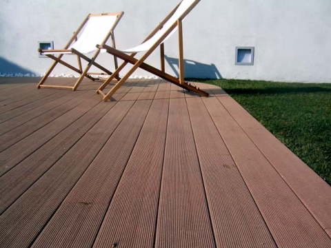 How to choose the right outdoor flooring type