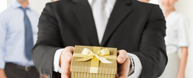 Consider getting corporate gifts for your clients in Greece