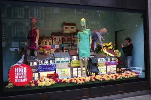 How to Have an Attractive Store Front all Year Long Picture